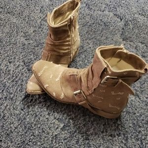 Boutique 9 boots size 12M made in Tunisia WOW!!
